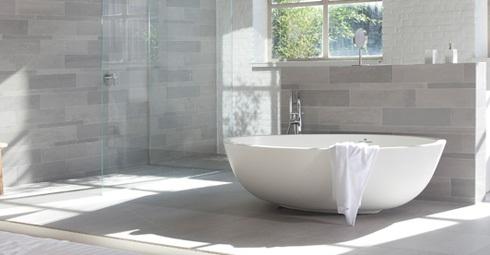 Natuursteen tegels de trend van nu secuur tegelwerken - Muurbekleding voor badkamers ...
