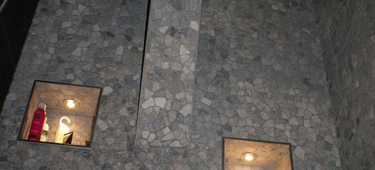 Badkamer met moza ek secuur tegelwerken - Badkamer met mozaiek ...