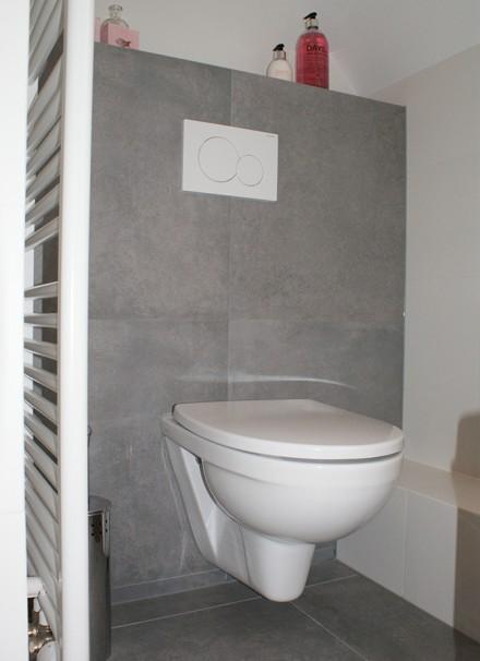 Badkamer met moza ek en nisjes secuur tegelwerken - Een mooie badkamer ...