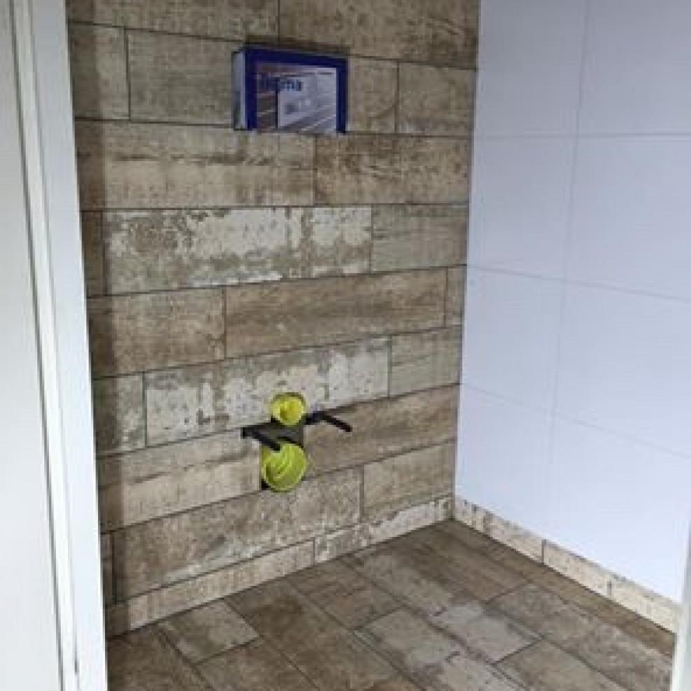 Tegelwerk boerderijwoning secuur tegelwerken - Badkamer imitatie vloertegels ...