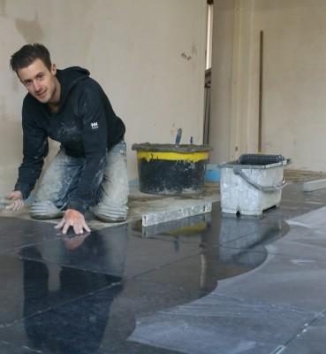 Inmetselen keramische vloer